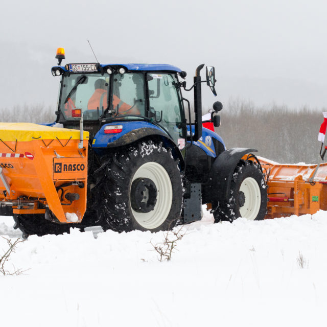 Ploughs & Gritters